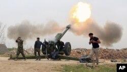 Ảnh tư liệu: Lực lượng an ninh Iraq tấn công các chiến binh Nhà nước Hồi giáo từ ngôi làng phía nam của thành phố Mosul, Iraq.