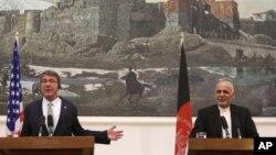 """دافغان خبري ادارې پژواک ترمخه کابل کې دامريکا ددفاع وزير ايش کارټر سره ګډ مطبوعاتي کانفرنس ته دوينا په مهال اشرف غني وويل"""" ترهه ګر دافغانستان دښمنان دي او دجګړې په ميدان بريالي کيدى نه شي"""""""