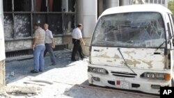Sebuah bus meledak di wilayah al-Zablatani, Damaskus (Foto: dok). Pemberontakan yang sudah berlangsung 19 bulan di Suriah telah berubah menjadi perang saudara di negara itu.