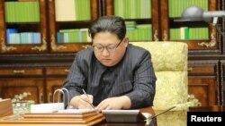 朝鲜朝中社2017年11月29日发布的金正恩照片。