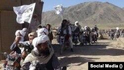 شماری از جنگجویان گروه طالبان پس از ورود به ولسوالی مالستان ولایت غزنی در اوایل جولای ۲۰۲۱ میلادی