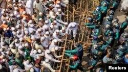 Maandamano nchini Bangladesh kushinikiza kususia bidhaa za Ufaransa yakilaani kauli ya utetezi iliyotolewa na Rais Emmanuel Macron juu ya ukosoaji wa Uislamin Dhaka, Bangladesh, Oktoba 27, 2020. REUTERS/Stringer