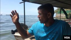 Johan dice que esquivó la muerte en el lago hace dos años, cuando a dos de sus compañeros los asesinaron mientras pescaban un noche del 2017.
