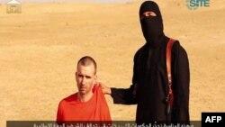 Pekerja bantuan Inggris, David Haines (kiri) sebelum dibunuh militan ISIS (foto: dok). AS dan Inggris menolak membayar uang tebusan kepada militan.