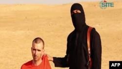 El grupo divulgó un video en que muestra la ejecución del británico de la misma forma en que fueron decapitados dos periodistas estadounidenses.