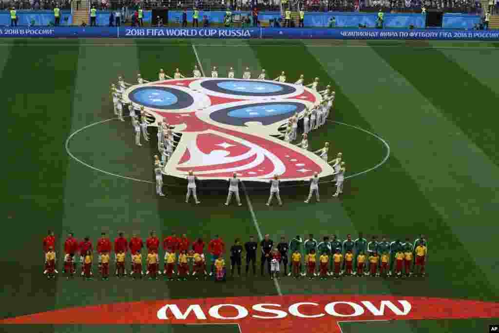 اسٹیڈیم میں 80 ہزا ر شائقین کے بیٹھنے کی گنجائش ہے اور افتتاحی تقریب کے دوران اسٹیڈیم دنیا بھر سے آنے والے فٹ بال شائقین سے کھچا کھچ بھرا ہوا تھا۔