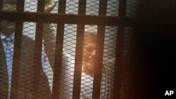 Mohamed Morsi u sudnici u Kairu