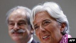 Tổng giám đốc IMF Christine Lagarde tại cuộc họp báo ở trụ sở Quỹ Tiền tệ Quốc tế, Washington, 6/7/2011