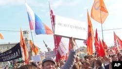5月6日莫斯科的反普京抗議示威,男子高呼的口號:普京是非法總統