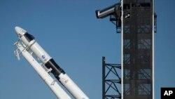 Roket SpaceX Falcon 9 saat persiapan untuk misi Demo-2, Kamis, 21 Mei 2020. (Foto: AP)