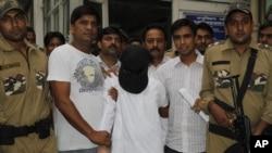 印度孟买警方押送孟买袭击嫌犯安萨里