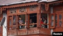 کشمیریوں کا ماننا ہے کہ آرٹیکل 35 اے کے خاتمے کے بعد بھارت کی دوسری ریاستوں سے آکر لوگ یہاں جائیدادیں خریدیں گے اور مسلمان اقلیت بن کر رہ جائیں گے۔