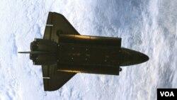 Pesawat ulang-alik NASA, Atlantis, yang telah menamatkan misi terakhirnya pada bulan Mei lalu.