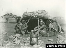 This 1898 photo shows a group of Dakota tribe members posing for the camera inside a sweat lodge. The raised coverings indicate that a sweat ceremony is not underway. Courtesy: National Archaeological Archives, Smithsonian Institution