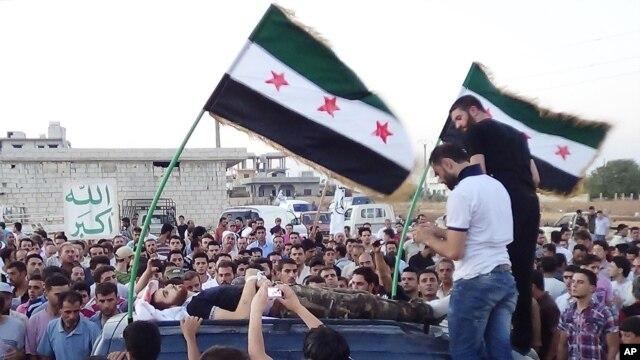 Sahrana čoveka ubijenog u pokrajini Idlib u Siriji, 7. avgust 2012.