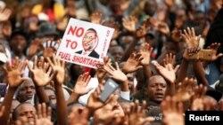 Les partisans du parti de l'opposition MDC lors d'une manifestation anti-gouvernementale à Harare, au Zimbabwe, le 29 novembre 2018.