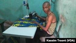 Barry est tailleur à Bamako, Mali