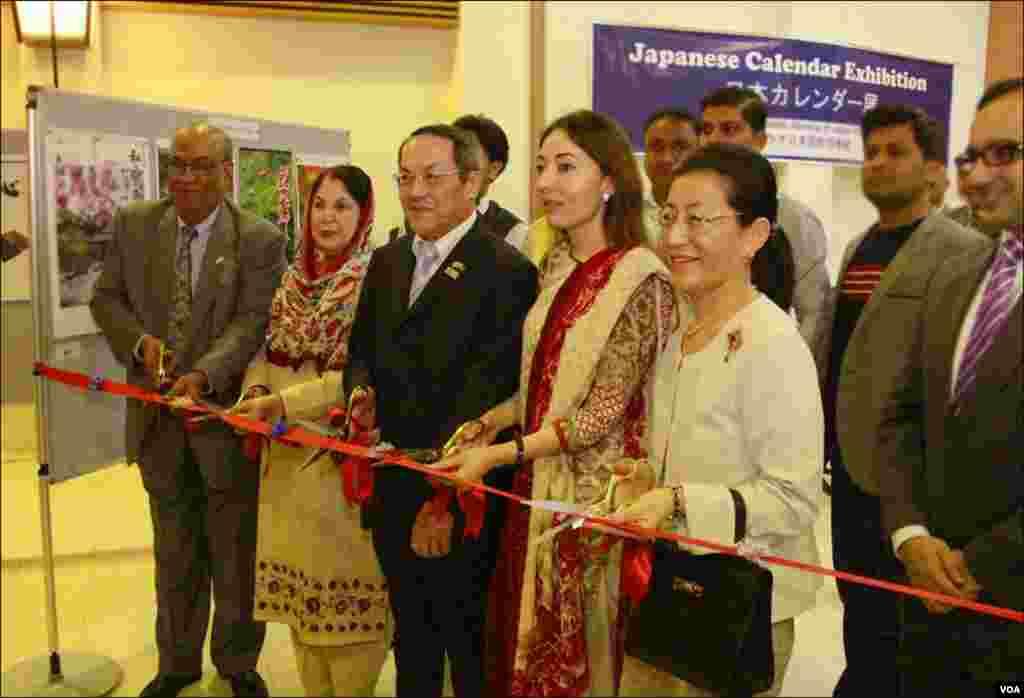 کراچی میں لگنے والی نمائش کا افتتاح مشیر وزیر اعلیٰ سندھ شرمیلا فاروقی اور جاپانی قونصلیٹ آکیرا اوچی نے کیا