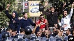 مصر جل اٹھا: پرتشدد مظاہرے جاری، تمام بڑے شہروں میں کرفیو