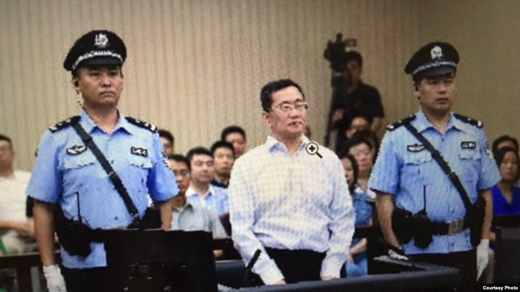 周世锋案庭审现场(天津二中院微博图片)