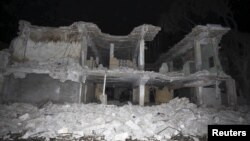 Bangunan yang hancur akibat ledakan bom di distrik Hamarweyne, Mogadishu, Somalia, Jumat malam (26/2).