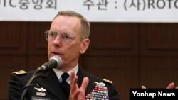 버나드 샴포우 주한 미 8군사령관이 9일 서울 프레스센터에서 열린 한국 ROTC 중앙회 조찬 강연에서 질문에 답하고 있다.