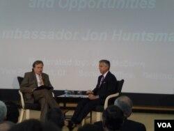 前美国驻中国大使洪博培演说未来美中关系的挑战与机会(美国之音张蓉湘拍摄)