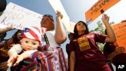 Inmigrantes en California demandan al gobierno de México más protecciones a los derechos de los niños que llegan a EE.UU.