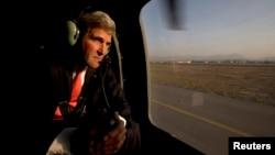 美國國務卿克里10月11日對阿富汗進行了未經宣布的訪問。