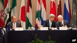 U.S. Secretary of State John Kerry, center, sits with U.N. Special Envoy to Syria, Staffan de Mistura, right, and Russian Foreign Minister Sergei Lavrov during a meeting of the International Syria Support Group in New York, Sept. 20, 2016.