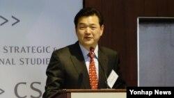 이정훈 한국 외교부 인권대사가 17일 미국 워싱턴DC 전략국제문제연구소(CSIS)에서 열린 북한 인권 대토론회에서 연설하고 있다.
