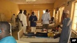 Wani mutun ya nufi gidan wani malamin makarantar da harin ya shafa lokacin da aka zo sace yaran a makaranta, a Chibok, a Maiduguri, jihar Borno, 22 Afrilu 2014.