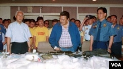 Pihak berwajib Filipina melakukan penyitaan 124 kilogram narkoba jenis metamphetamine di Quezon city, Filipina utara (foto: dok). Asia Timur dan Asia Tenggara kini menjadi pusat utama produksi obat-obatan jenis ini.