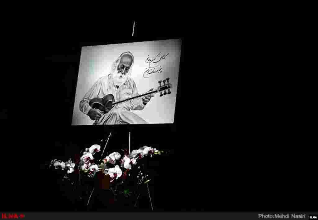 مراسم بزرگداشت محمدرضا لطفی در فرهنگسرای نیاوران. آقای لطفی، ردیفدان، موسیقیدان، آهنگ ساز و نوازندهٔ تار و سهتار، همچنین پژوهشگر و مدرس موسیقی سنتی ایرانی بود. عکاس: مهدی نصیری