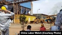 在印尼德龍公司的中國工人(照片來源:中國勞工觀察)