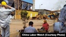 在印尼德龙公司的中国工人(照片来源:中国劳工观察)
