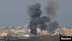 Serangan udara Israel di Jalur Gaza, Minggu (13/7).