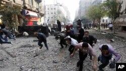 Egipto: Manifestantes continuam a exigir afastamento imediato dos militares