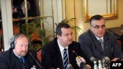 Ministar unutrašnjih poslova Srbije Ivica Dacic u beogradskom Aero klubu otvorio je medjunarodnu konferenciju o ljudskoj bezbednosti koju organizuje Aleksanteri institut Univerziteta u Helsinkiju.