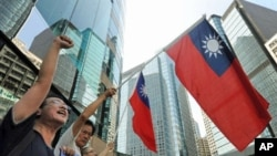 A group of anti-Japan protestors wave Taiwanese flags as they protest near the Japanese consulate in Hong Kong over the continued diplomatic dispute between Tokyo and Beijing over an archipelago, 17 Sep 2010