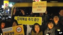 7일 서울 중국대사관 앞에서 열린 탈북자 북송반대 촛불집회.