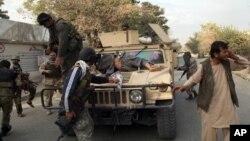 Les forces de sécurité afghanes à Kunduz le 3 octobre 2015. (Photo AP)
