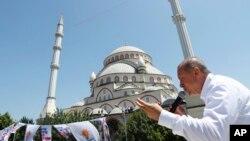 İstanbul'da bir seçim mitinginde konuşan Cumhurbaşkanı Recep Tayyip Erdoğan