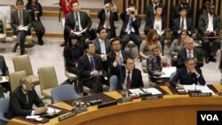 Bashar Ja'afari, perutusan Tetap Suriah untuk PBB mengamati Perutusan Tiongkok Li Baodong yang memveto resolusi Dewan Keamanan PBB (5/11).