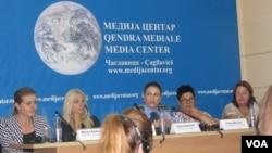 """Učesnici debate u medija centru u Čaglavici na temu """"Nasilje nad ženama i porodično nasilje"""""""