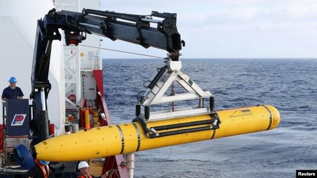 Tàu Ocean Shield của Australia triển khai tàu ngầm Bluefin-21 ở nam Ấn Độ Dương để tìm kiếm máy bay Malaysia mất tích.