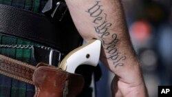 德州允許攜帶手槍者將手槍妥當地裝在槍套內