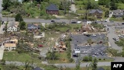 Bức không ảnh chụp cảnh tàn phá trong thị trấn Cullman, Alabama sau cơn bão lốc