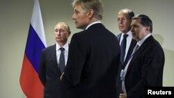 Le président Vladimir Poutine et son porte-parole Dmitri Peskov, à New York, le 28 septembre 2015.