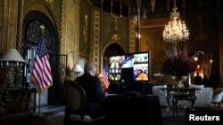 Президент Дональд Трамп принимает участие в видеоконференции с американскими военными, Палм-Бич, Флорида, 24 декабря 2019 года